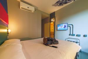 Cama ou camas em um quarto em ibis Styles SP Faria Lima