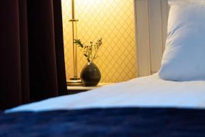 Säng eller sängar i ett rum på Best Western Hotel Bentleys