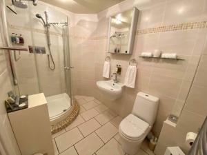 A bathroom at Park House