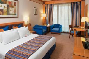 Cama o camas de una habitación en Crowne Plaza Hamra Beirut, an IHG Hotel