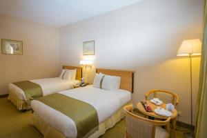 Cama ou camas em um quarto em Holiday Inn Yanbu, an IHG Hotel