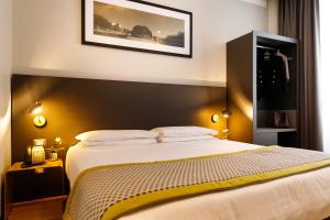 A bed or beds in a room at The Cross Hotel