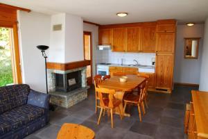 Кухня или мини-кухня в Balcons du Soleil QUIET & SUNNY apartments by Alpvision Résidences