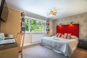 A bed or beds in a room at Pretty Maid House B&B