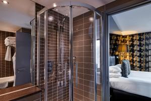 A bathroom at Crowne Plaza Manchester City Centre, an IHG Hotel