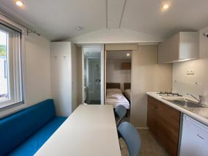 A kitchen or kitchenette at Camping Serenella
