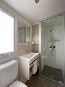 A bathroom at Camping Serenella