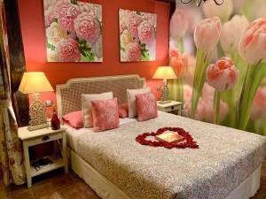 A bed or beds in a room at La Casa Del Puente