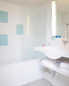 A bathroom at Novotel Maastricht