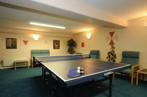 Ping-pong facilities at Hotel Vissenbjerg Storkro or nearby