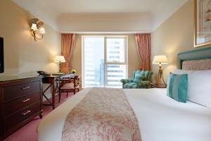 Кровать или кровати в номере Crowne Plaza Dubai, an IHG Hotel