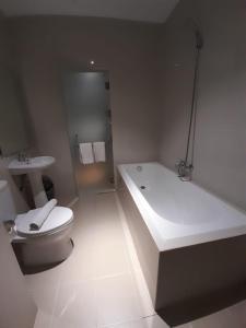 A bathroom at Blitz Hotel Batam Centre