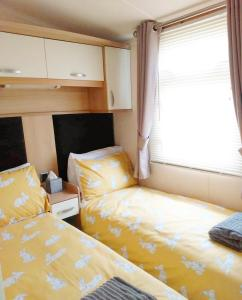 A bed or beds in a room at Quintessential British seaside property in Norfolk