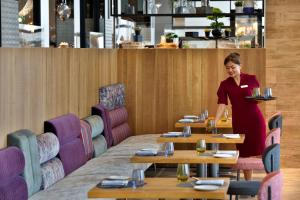 A restaurant or other place to eat at Hilton Abu Dhabi Yas Island
