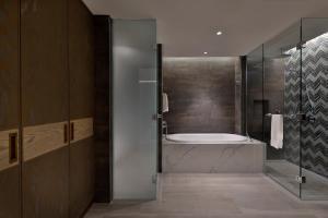 A bathroom at Hilton Abu Dhabi Yas Island