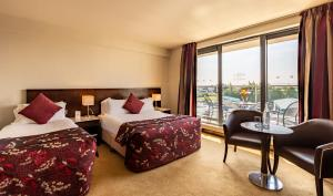 A bed or beds in a room at Carlton Hotel Dublin Airport