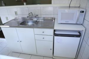 A kitchen or kitchenette at Pousada Mon Rève Canela