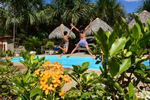 The swimming pool at or near Encantes do Nordeste