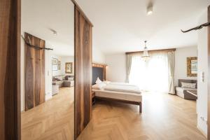 Ein Bett oder Betten in einem Zimmer der Unterkunft Hotel Jagdhof