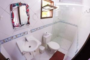 A bathroom at Pousada Mar de Araçatiba