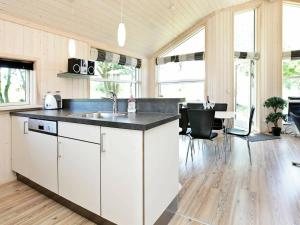 A kitchen or kitchenette at Three-Bedroom Holiday home in Großenbrode 8