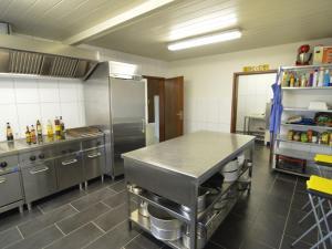 Küche/Küchenzeile in der Unterkunft Cozy Holiday Home in Bad Ems with Sauna