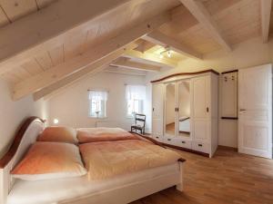 Ein Bett oder Betten in einem Zimmer der Unterkunft Classy Holiday Home in Thale with Terrace