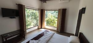 A bed or beds in a room at Coffee and Pepper Plantation Homestay