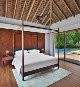 A bed or beds in a room at Sheraton Grand Chennai Resort & Spa
