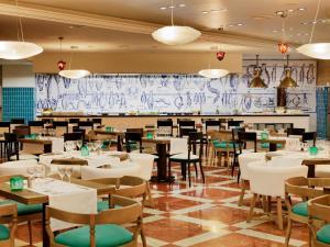 Een restaurant of ander eetgelegenheid bij H10 Timanfaya Palace - Adults Only