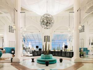 De lobby of receptie bij H10 Timanfaya Palace - Adults Only