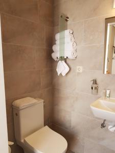 A bathroom at Hotel De Wilde Kriek - before De Karsteboom