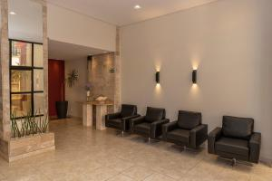 A seating area at Hotel Doral Apucarana
