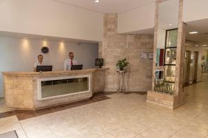 The lobby or reception area at Hotel Doral Apucarana