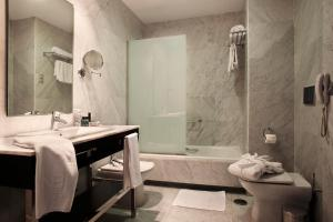 A bathroom at Hotel Nuevo Boston