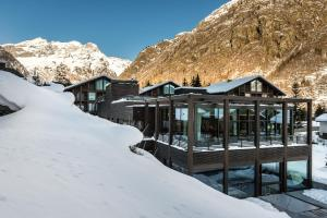 Mirtillo Rosso Family Hotel during the winter