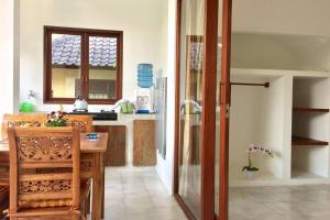 A bathroom at Peaceful Studio Appartment with aircon shere pool