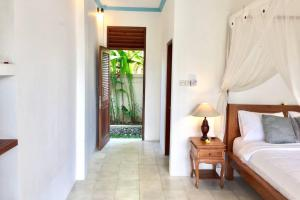 A seating area at Peaceful Studio Appartment with aircon shere pool