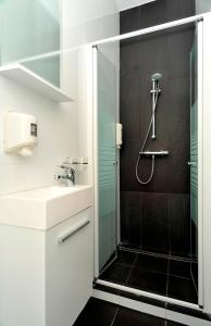 A bathroom at Hotel The Moon