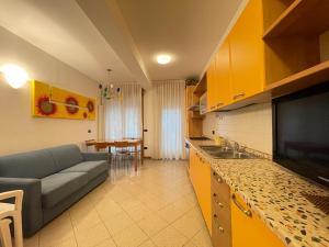 Cucina o angolo cottura di RESIDENCE IPANEMA - WALTERIGATO Apartments SOLO PER FAMIGLIE