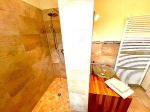 A bathroom at B&B Park Villa