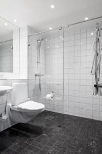 Ett badrum på Landvetter Airport Hotel, Best Western Premier Collection