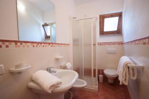 A bathroom at Residence Le Grazie Est