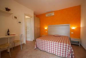A bed or beds in a room at Residence Le Grazie Est