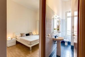 A bathroom at Floor 6