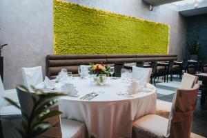 مطعم أو مكان آخر لتناول الطعام في فندق ليرو