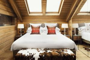 A bed or beds in a room at El Lodge, Ski & Spa