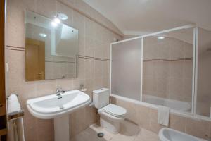 A bathroom at Villas Pinhal da Falésia