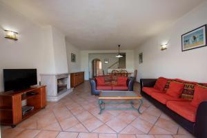 A seating area at Villas Pinhal da Falésia