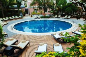 A view of the pool at Avani Avenida Liberdade Lisbon Hotel or nearby